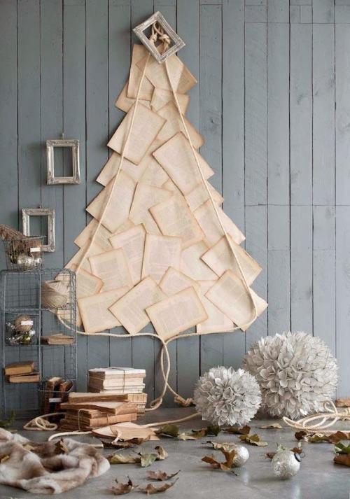 Oke, dit moet je niet met zeldzame boeken doen, maar als je een boek hebt dat bijna uit elkaar valt, dan is dit misschien een mooi ontwerp voor een alternatieve kerstboom..