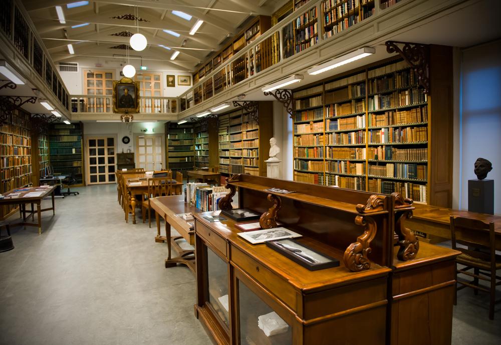 De bibliotheek van Artis in Amsterdam stamt uit de tweede helft van de 19e eeuw en heeft een bijzondere collectie oude natuurhistorische boeken. (Foto: WikiPedia)