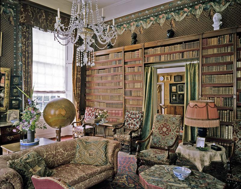 De bibliotheek van Kasteel Amerongen is één van de weinig bewaarde adelsbibliotheken uit de 18de eeuw. Vrijwel alle boeken zijn van de oorspronkelijke bewoners van het kasteel. (Foto: ilibrariana.wordpress.com)