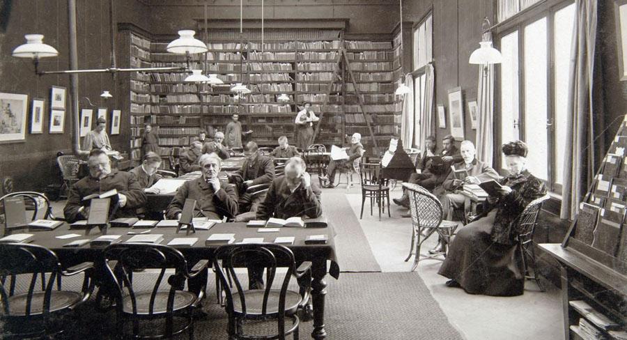 De studiezaal van de Openbare Leeszaal en Bibliotheek Dordrecht