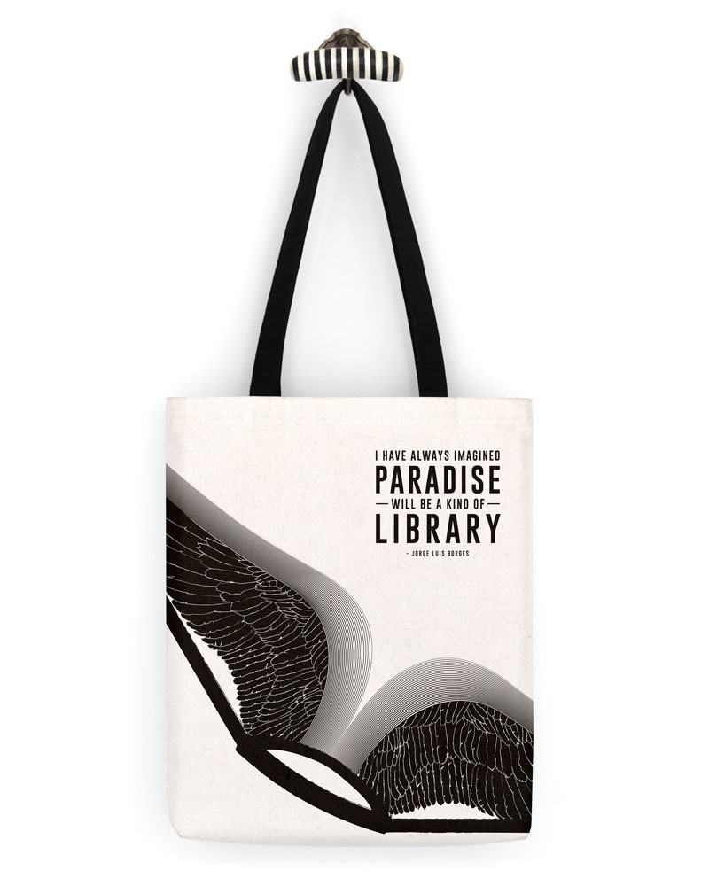 "Een stoffen tas met een quote van Jorge Luis Borges. ""I have always imagined that Paradise will be a kind of library."""