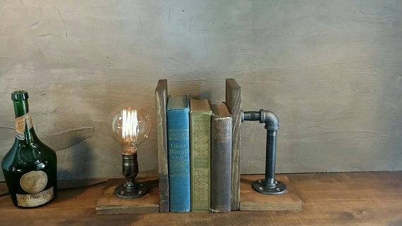 Gevonden bij Etsy: stijlvolle industriële boekensteunen.
