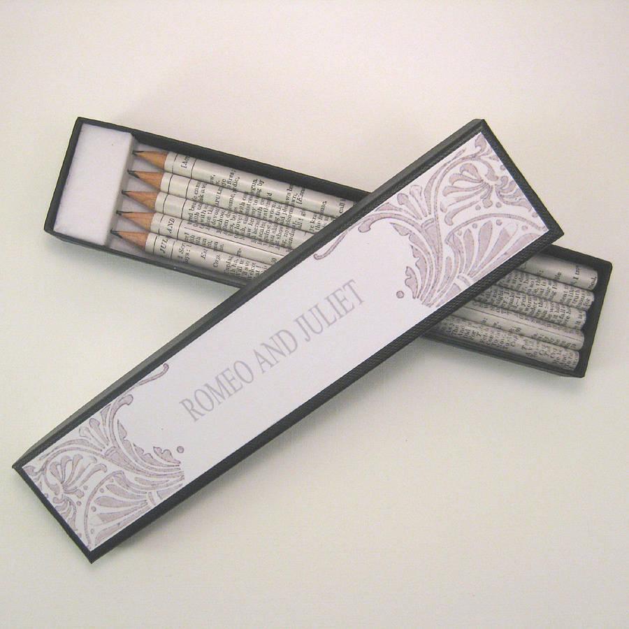 Deze potloden met teksten van Shakespeare zijn te leuk om te laten liggen!