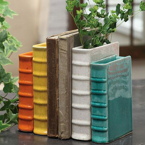 Deze boekensteunen kun je vullen met water, en dan als vaas gebruiken! Leuk op je boekenplank, of in je vensterbank.