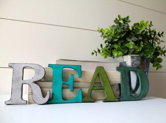Altijd leuk voor in je interieur, deze stijlvolle letters die je er steeds weer aan herinneren om je boek weer op te pakken!