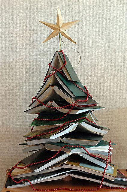 Origineel, een boekenboom van opengeslagen boeken.