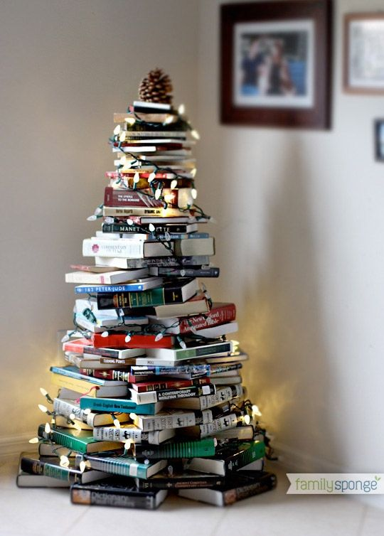 Met kleurrijke ruggen van boeken kun je ook een mooie boom maken, inclusief verlichting!