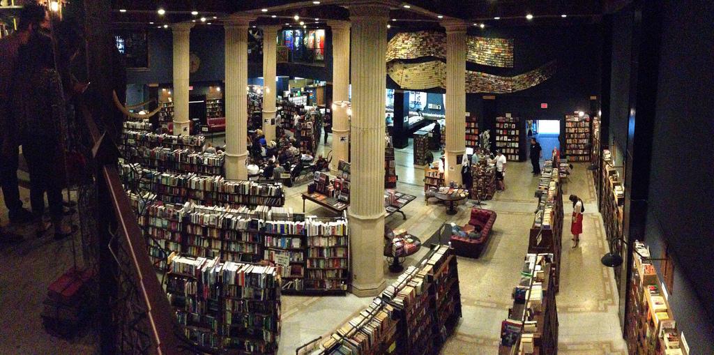 The Last Bookstore is hopelijk niet de laatste boekhandel, maar wel een hele bijzondere. Foto: Flickr/Rob