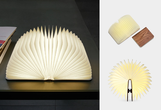 De Lumio book lamp staat mooi in elk interieur. Hij heeft een oplaadbare batterij en is dus niet aan een stopcontact en snoer gebonden, zodat je hem bijvoorbeeld ook buiten kunt gebruiken.