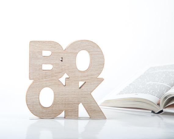 Mooie handgemaakte houten boekensteun, een prachtige aanvulling voor elke boekenplank.