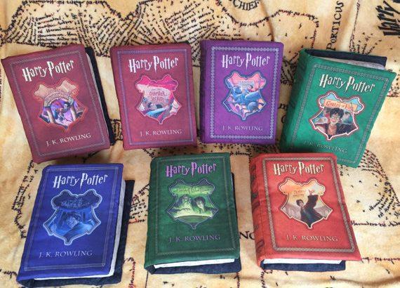 Dit zijn alle Harry Potter boeken in de vorm van een kussen...